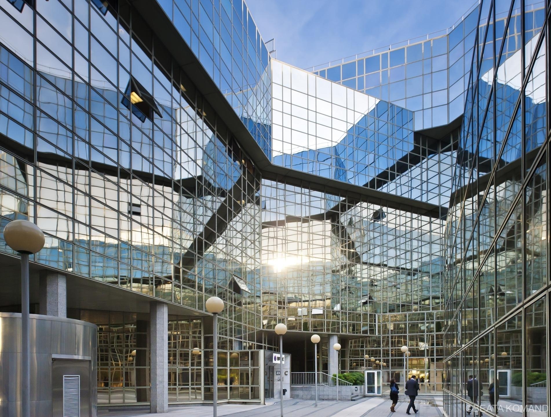 l'« immeuble-miroir » futuriste Le Ponant de Paris, architecte: Olivier Clement Cacoub