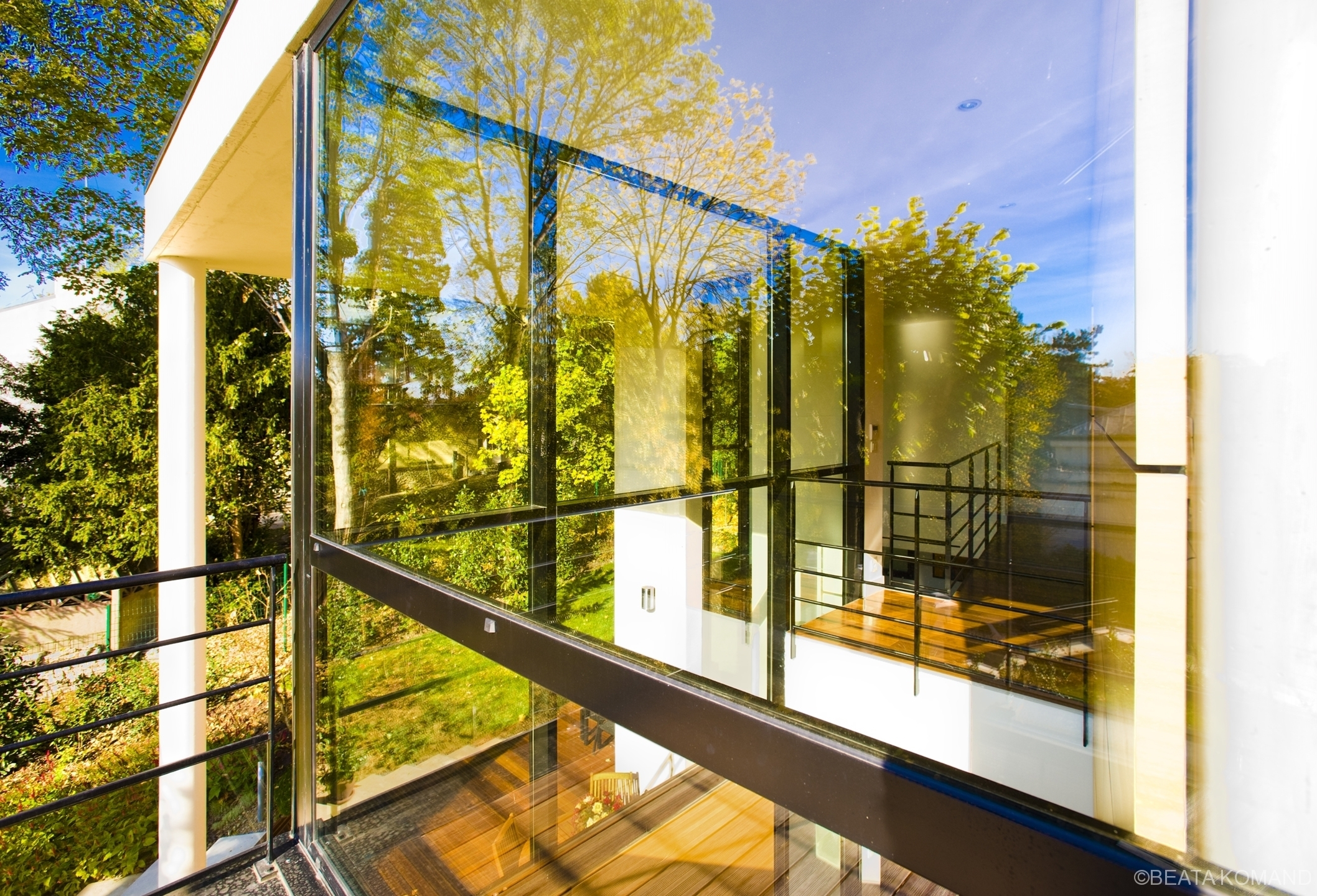 Murs en verre d'une maison à Sevres, l'oeuvre de l'architecte Louis-Alexandre Krier, Calk-M Architectes;